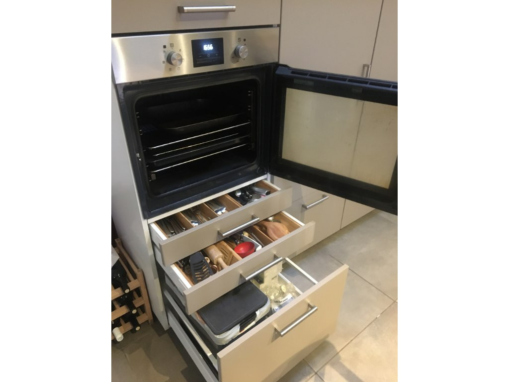 Oven and draws